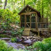 Treehouse by the Creek